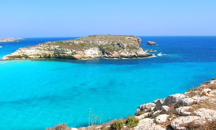 Beestay - Milano: Estate a Lampedusa - Volo a/r, 7 notti in hotel con colazioni, escursione a Linosa e noleggio scooter da 699 € a persona