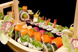 Wasabi Sushi en Grill : Japans 2-gangenmenu met Yakitori en sushiboot of wok voor 2 of 4 personen