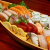 Mini loumpias Harumaki et bateau sushis