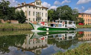 Artemartours: Tour in battello lungo il Brenta e visita guidata alla Villa Badoer Fattoretto per 2 o 4 persone con Artemartours