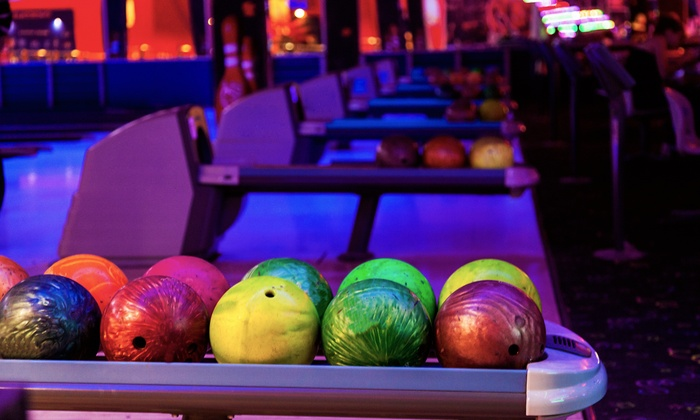 Fox Bowl - Wheaton: $19 for a One-Hour Bowling Outing for Four with Shoe Rental at Fox Bowl ($39 Value)