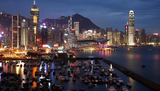 Hong Kong: Return SQ Flights 1