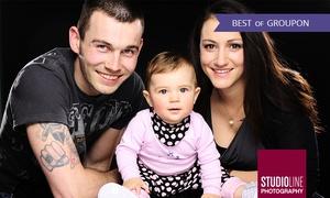 Studioline: 90 Min. Family-Fotoshooting mit Make-up u. Bildern als Datei u. Abzug bei STUDIOLINE PHOTOGRAPHY (bis zu 73% sparen*)