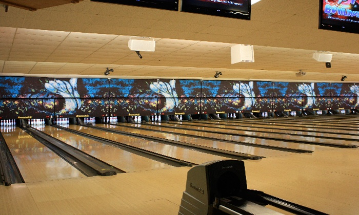 Strikers Family Sports Center - Sunrise: $30 for Two-Hours of Bowling for Up to Six with a Large Pizza at Strikers Family Sports Center (Up to $66.45 Value)
