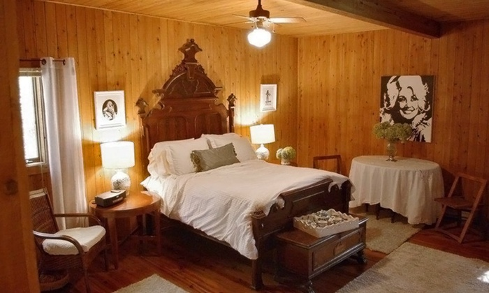 Natchez Hills Bed & Breakfast - 2: One-Night Stay with Winery Tour Sunday–Thursday or Friday–Saturday at Natchez Hills Bed & Breakfast