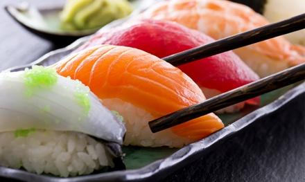 Sushi-Menü inkl. Miso Suppe für zwei oder vier Personen bei Tokyo Box (bis zu 49% sparen*)