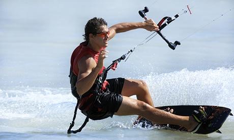 Bautismo de kitesurf para dos o cuatro personas desde 34,95 € en la playa de Los Lances
