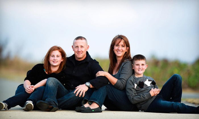 SanJa Photography - Joliet: $89 for One-Hour Photo Shoot for Up to Six with a CD or DVD of Images from SanJa Photography ($370 Value)