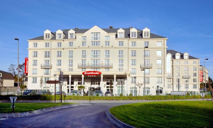 roissy park hotel roissy en france ile de france groupon getaways. Black Bedroom Furniture Sets. Home Design Ideas