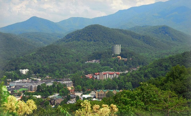 Brookside Resort - Gatlinburg, TN: Stay at Brookside Resort in Gatlinburg, TN. Dates into November.