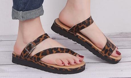 Sandalias con broche y hebilla y suela de goma