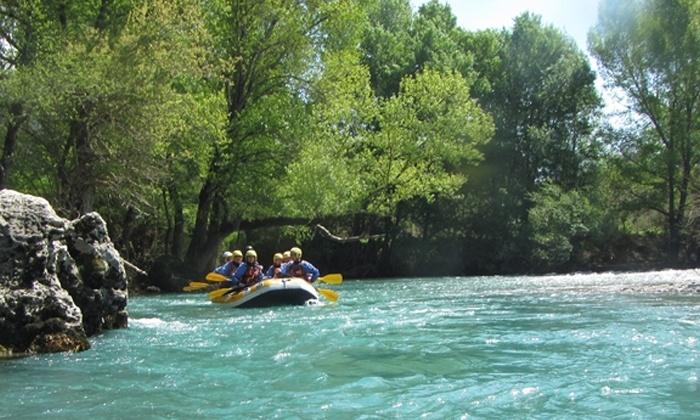 Rafting sul fiume o giornata di trekking per 2, 4 o 6 persone (sconto fino a 75%)