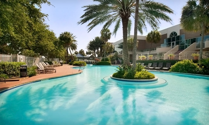 South Shore Harbour Resort & Conference Center - South Shore Harbour and Marina: One-Night Stay with Breakfast and Dining Credit at South Shore Harbour Resort & Conference Center in League City, TX