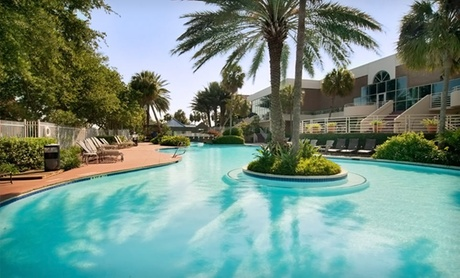 Resort with Swim-Up Bar in League City, TX
