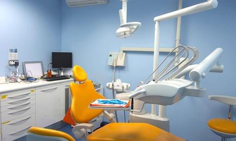Limpieza dental completa con opción a curetaje de 1 o 2 arcadas desde 12,90 € en Clínica Médico Dental
