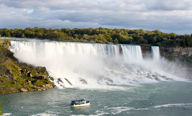 Embassy Suites by Hilton Niagara Falls - Niagara Falls, ON: Stay with Couples' or Family Package at Embassy Suites by Hilton Niagara Falls in Ontario. Dates into November.