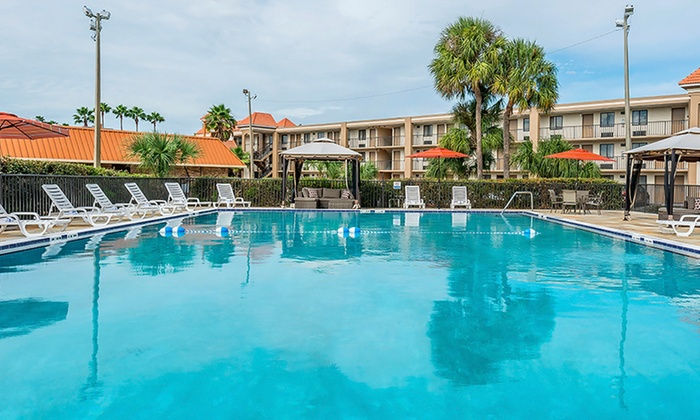 Orlando-Area Hotel with Shuttle to Theme Parks