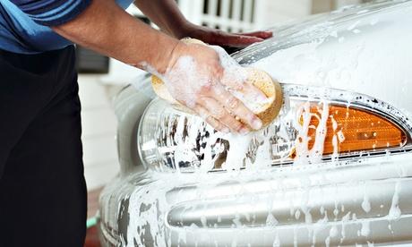 Sesión de lavado manual con opción adicional de limpieza a elegir en Car Wash Alcorcón (hasta 75% de descuento)