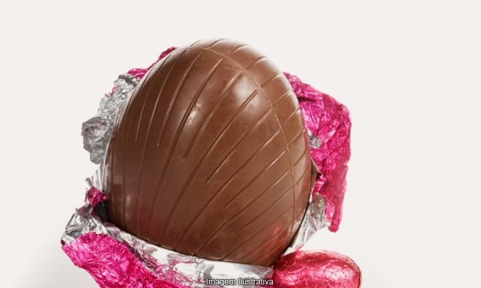 Chocolates Artesanais Santa Ceia - Campinas: Chocolates Artesanais Santa Ceia: ovo de Páscoa de 250 ou 500 g com bombom crocante a partir de R$ 12,90