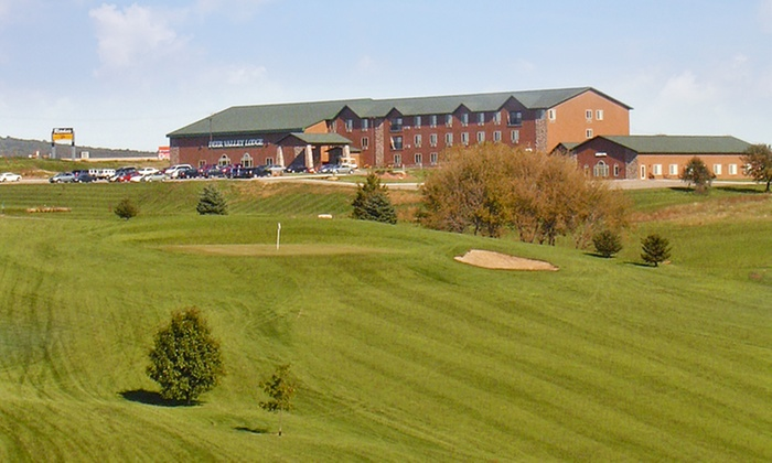 Deer Valley Lodge - Barneveld, WI: 1-Night Stay for Up to Four with Optional Dining Credit at Deer Valley Lodge in Barneveld, WI. Combine Up to 5 Nights.