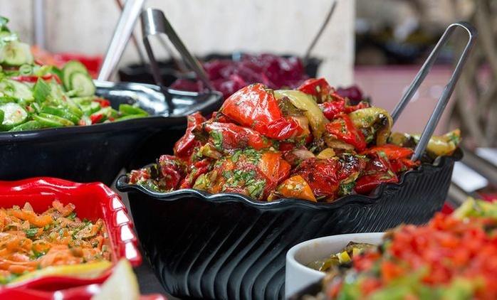 ארוחת בופה - אכול כפי יכולתך - במסעדת עלי באבא בי-ם, ב-35 ₪ בלבד! מגוון ענק של מנות עיקריות, סלטים, תוספות, קינוחים ועוד