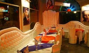 Oye Chico: Desde $349 por cena cubana y show con entrada + plato principal + postre para dos o cuatro en Oye Chico