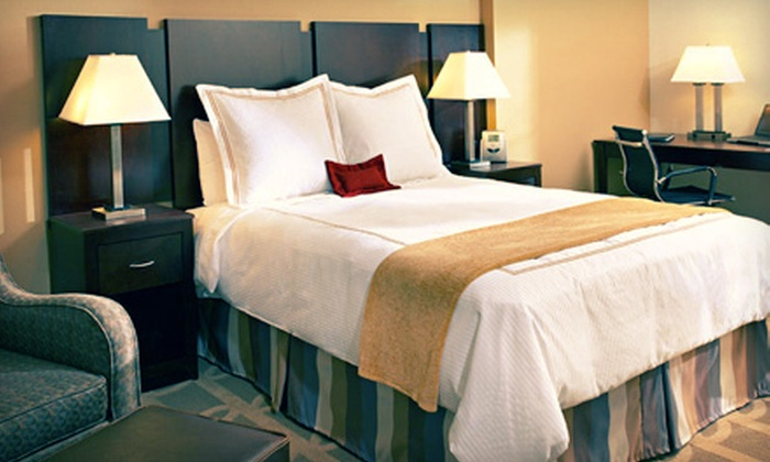 Thunderbird Executive Inn & Conference Center - Glendale: $89 for a One-Night Stay for Up to Four at Thunderbird Executive Inn & Conference Center (Up to $140 Value)