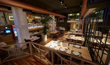 Menú italiano para 2 o 4 con opción a botella de vino desde 19,95 € en 2 locales La Mafia se sienta a la mesa