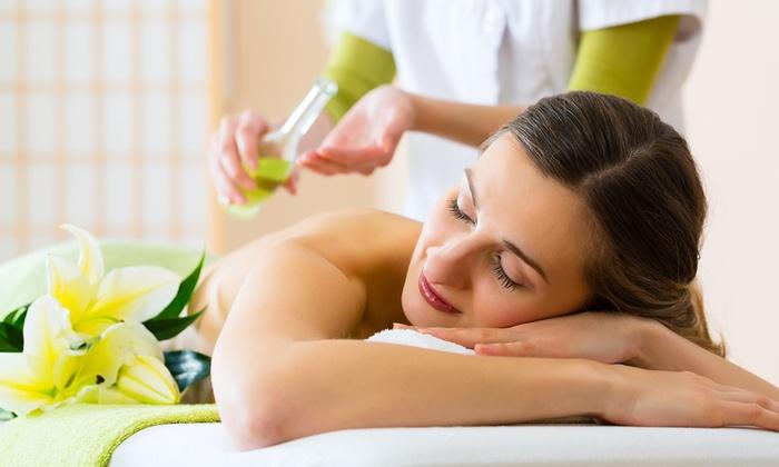 isola del benessere - Isola del Benessere: 3 o 5 massaggi a scelta come stone massage o aromaterapico (sconto fino a 77%)