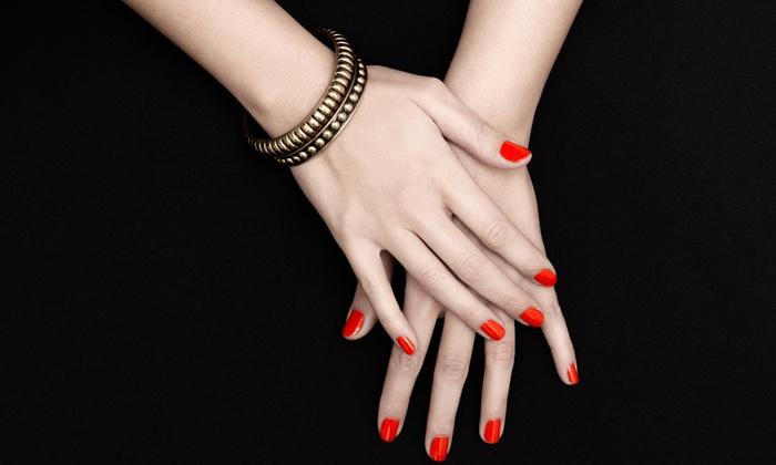 centro estetico Jesc - Milano: 3 sedute di smalto semipermanente su mani o piedi con manicure e pedicure da Centro Estetico Jesc (sconto fino a 87%)