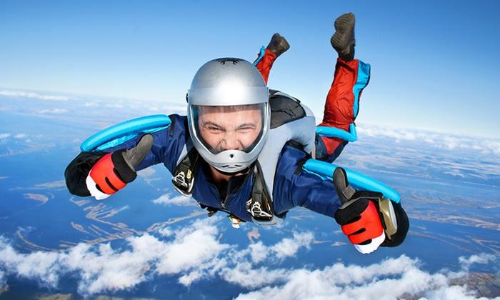 Skydive Center - Aérodrome de Gap: Un saut en parachute en tandem à 189 € à Skydive Center
