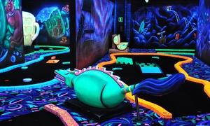 Goolfy: Un parcours de minigolf fluorescent de 18 trous pour 2, 4, 6 ou 8 personnes dès 7,99 € chez Goolfy