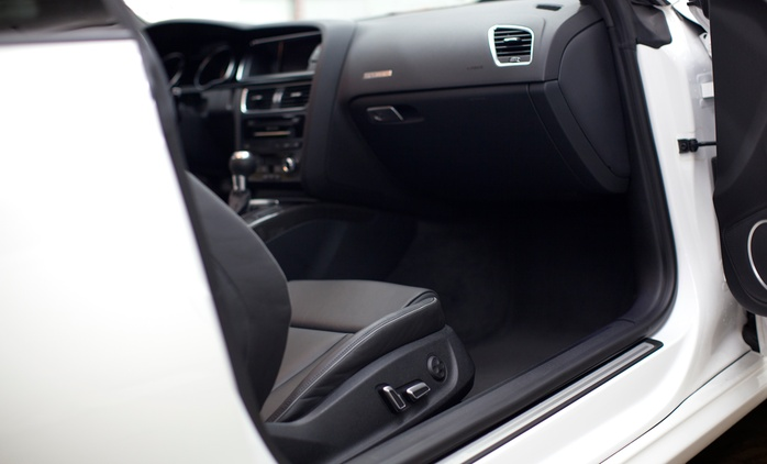 """Innen- und / oder Außenreinigung """"Intensiv"""" oder Außenreinigung """"Spezial"""" bei Fahrzeugpflege P 1 (bis zu 50% sparen*)"""
