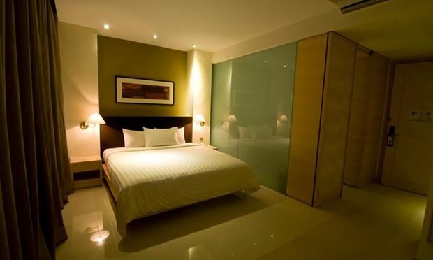 KL: Sky Hotel Bukit Bintang+Coach 2