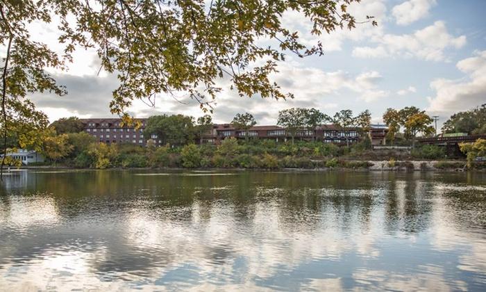 Hotel Cliffbreakers Riverside Resort - Rockford: Stay atHotel Cliffbreakers Riverside Resort in Rockford, IL