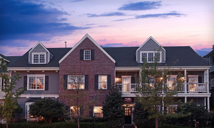 Bailey's Uptown Inn - Oak Lawn,State Thomas,LoMac: One- or Two-Night Stay with Wine and Chocolates at Bailey's Uptown Inn in Dallas