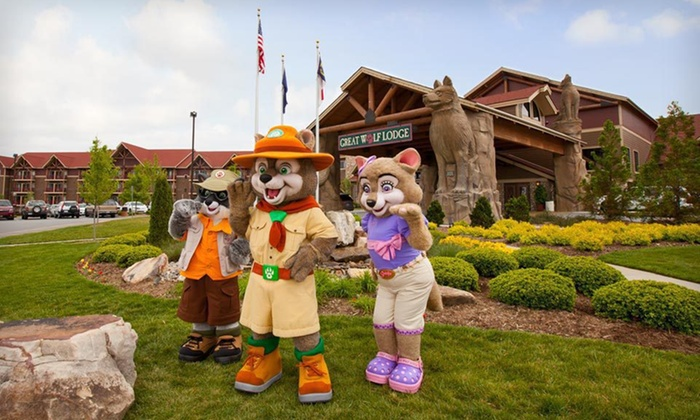 Great Wolf Lodge Pocono Mountains - Pocono Mountains, PA: One-Night Stay for Six with Water-Park Passes and a MagiQuest Wand at Great Wolf Lodge Pocono Mountains in Pennsylvania