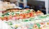 Porciones de pizza con bebidas