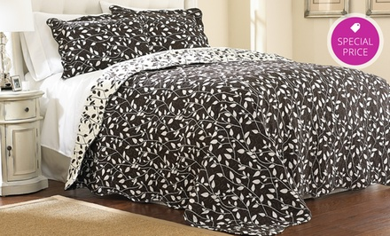 Hotel New York 3-Piece Reversible Quilted Bedspread Sets. Multiple Colors Available.