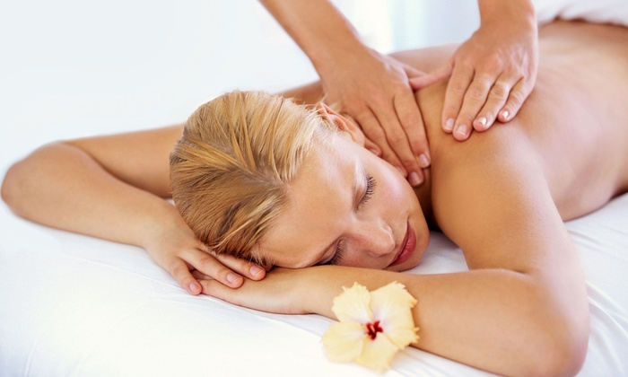 Bella Health Spa - Brentwood: $45 for 60-Minute Swedish Massage with Aromatherapy at Bella Health Spa ($125 Value)