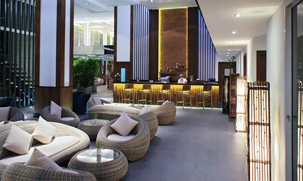 Phuket: 4* Beach Resort + Flights 4