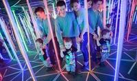 Spiegellabyrinth für 2 oder 4 Erwachsene, optional mit 1 oder 2 Kindern bei AB Attraktionen Berlin (bis zu 45% sparen*)