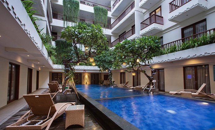 Bali, Seminyak: 2-7 Night Getaway with Breakfast, Late Checkout and WiFi at Sense Sunset Hotel Seminyak