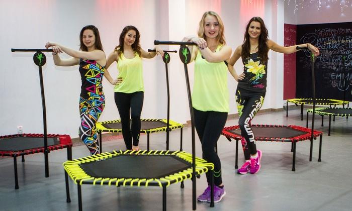 HAND to HAND - Warszawa: Fitness na trampolinie: 4 treningi za 49,99 zł i więcej opcji w HAND to HAND (do -55%)