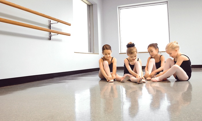 To The Pointe Performing Arts - Hartland: Four Adult or Youth Dance Classes at To The Pointe Performing Arts (Up to 57% Off). Three Options Available.