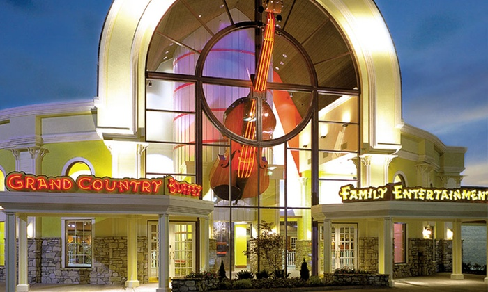 null - Oklahoma City: Stay with Show Tickets, Water-Park Access, and Pizzas at Grand Country Inn in Branson, MO