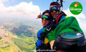 Escola Brasileira de Paraquedismo: #NiverGroupon – Escola Brasileira de Paraquedismo – Boituva: salto de paraquedas duplo + 10 fotos no CD para 1 pessoa