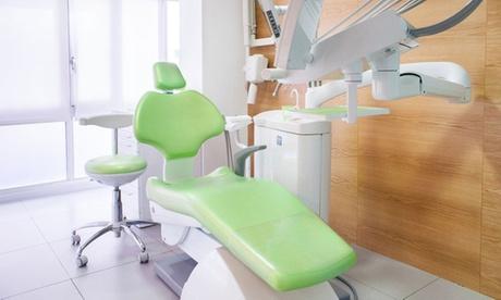 1 o 2 sesiones de limpieza bucal con blanqueamiento dental LED desde 69,99 € en Clínica Patins Oferta en Groupon
