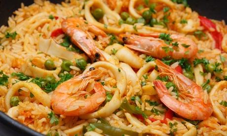 Menú para 2 o 4 personas con copa de bienvenida, entrante, arroz para 2 o 4, postre y bebida desde 19,95€ en Vitola