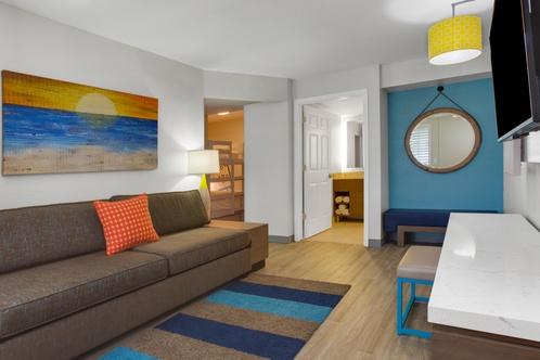 Holiday Inn Resort Orlando Suites Waterpark Orlando,Black And White Wallpaper Bathroom